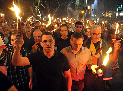 Tel Aviv: Thousands mark year since gay club murder
