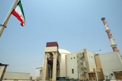 """הכור בבושהר. """"האיראנים יהיו אחראים לכל הפעילות בכור"""" (צילום: AFP)"""