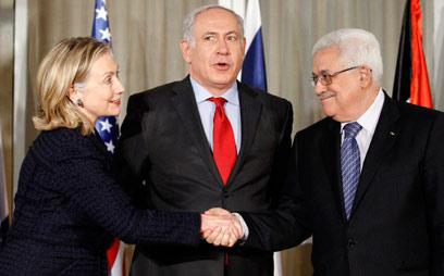 לחיצות יד וחיבוקים. לפי רוב הציבור, לא בקרוב (צילום: AFP)