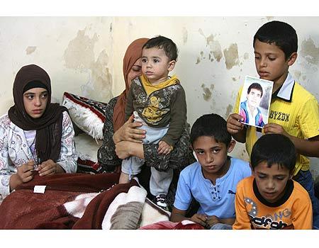 Qawezba's family - AFP photo published on YNet