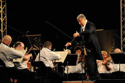 """זובין מהטה והפילהרמונית. """"נגני התזמורת נהגו כמו גברות ואדונים"""" (צילום: דורון גולן)"""