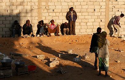 פליטים בגבול מצרים (צילום: רויטרס)