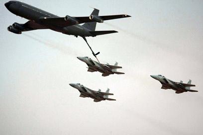 תדלוק אווירי. יידרש במקרה של תקיפה (צילום: AFP)
