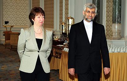 """שרת החוץ אשטון בלבוש """"חושפני"""" (צילום: AFP)"""
