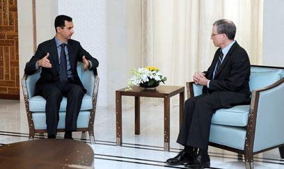 רוברט פורד, השגריר האמריקני, עם אסד (צילום: AFP)