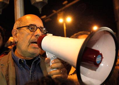 מוחמד אל-בראדעי מפגין בכיכר תחריר לפני כשנתיים (צילום: רויטרס)