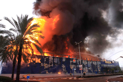 Massive fire destroys IKEA store in Netanya