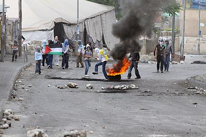 פלסטינים מתפרעים בסילוואן. אפשרות להתלקחות ביום הנכבה (צילום: אוהד צויגנברג)