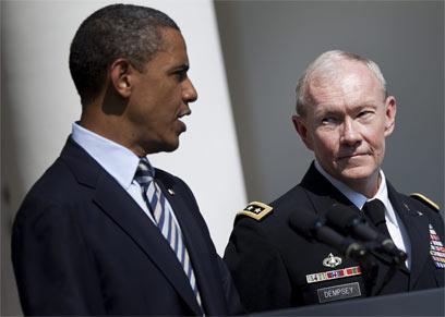 """הגנרל דמפסי לצד הנשיא אובמה. """"אם ניגרר לעימות - טרגדיה"""" (צילום: AFP)"""