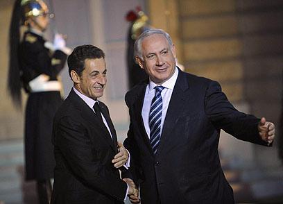 """נתניהו וסרקוזי. """"קשר עמוק לישראל"""" (צילום: רויטרס)"""