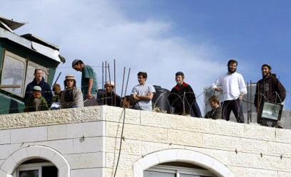 פינוי הבית, דצמבר 2008 (צילום: AFP)