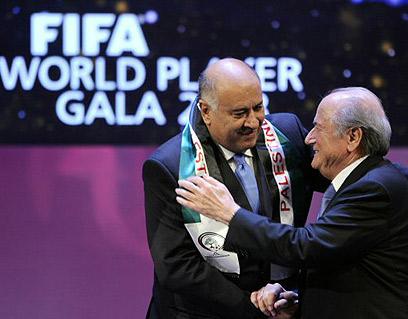 רג'וב וספ בלאטר. הלחץ יעזור? (צילום: AFP)