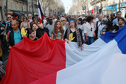 עצרת בפריז לזכר הנרצחים בטולוז, לפני ארבעה חודשים (צילום: MCT)