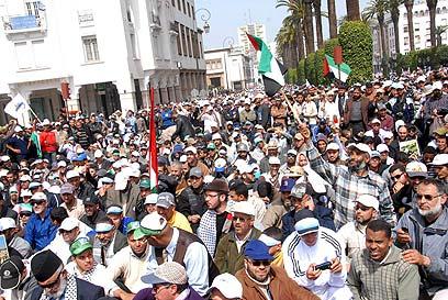 """""""השליטים הערבים קשרו קשר עם היישות הכובשת"""". מפגינים רבאט (צילום: EPA)"""