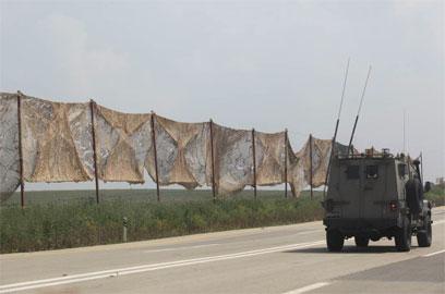 IDF jeep patroling along Gaza border - Photo: Moti Kimchi
