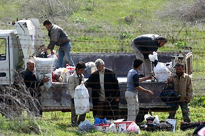 Syrian forces fire at refugees in Turkey;