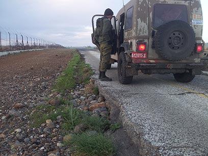 רווח מסוכן בין הכביש לציר הטשטוש שגרם לתאונות (צילום: יואב זיתון)