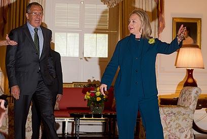 קלינטון ושר החוץ הרוסי לברוב, במפגש הקוורטט אמש בוושינגטון (צילום: EPA)