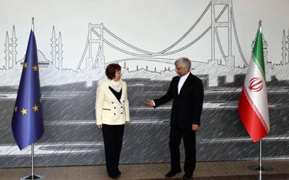 ג'לילי ואשטון בפתח השיחות באיסטנבול (צילום: רויטרס)