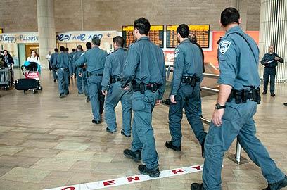 """כוחות הביטחון בנתב""""ג במהלך המטס הקודם (צילום: ירון ברנר)"""