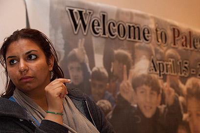 """הפעילה הצרפתייה בבית לחם. """"שמחה שהגעתי לפלסטין"""" (צילום: אוהד צויגנברג)"""