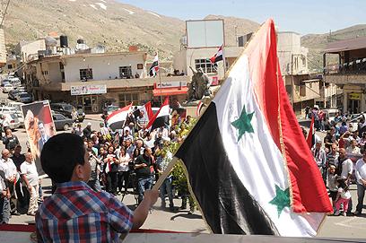 מג'דל שמס. 40 תושבים הגיעו למחות באצטדיון המקומי (צילום: אביהו שפירא)