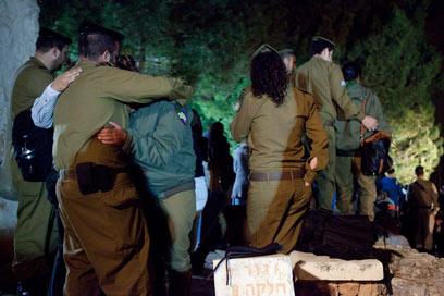 הלווייתה של סגן בצלאלי. באירוע נפצעו 7 חיילים (צילום: אוהד צויגנברג)