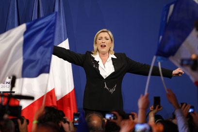 לה פן במהלך מסע הבחירות שבו הגיעה למקום השלישי    (צילום: AFP)