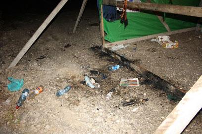 """האוהל שנשרף. לא יודעים מי עמד מאחורי השריפה ומה הייתה הכוונה"""" (צילום: פאדי מנסור)"""