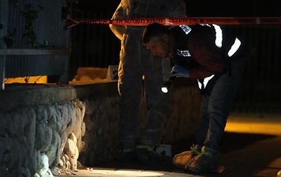 במשטרה בודקים אם הסכסוך החל בגן, או שהדוקרים ארבו לנער (צילום: עופר עמרם)