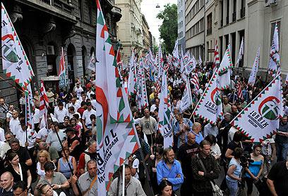 """תומכי """"יוביק"""" האנטישמית מפגינים בבודפשט, ארכיון (צילום: AP)"""