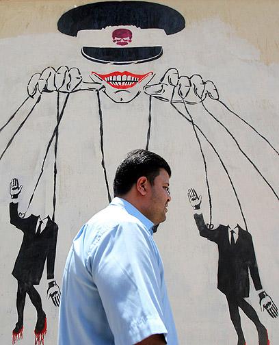 מחאה במצרים: המועמדים הם בובות של המועצה הצבאית (צילום: רויטרס)