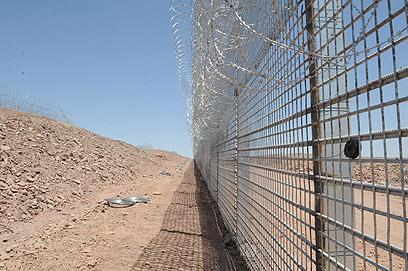 הגדר בהרי אילת. השלמת העבודות תתעכב עד אמצע 2013 (צילום: אריאל חרמוני, משרד הביטחון)