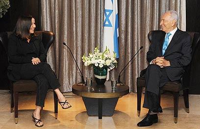 """ארכיון. פרס עם יחימוביץ'. """"הוא השגריר הטוב ביותר"""" (צילום: מארק ניימן, לע""""מ)"""