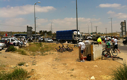 אזור נסיון הפיגוע בצומת גוש עציון (צילום: אילן אמסל)