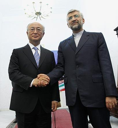 החתימה תיעשה בקרוב. אדריכל ההסכם אמנו וג'לילי האיראני (צילום: AP)