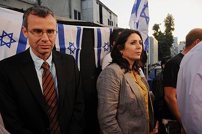 """ח""""כ רגב (מימין) בהפגנה בתל אביב (צילום: ירון  ברנר)"""