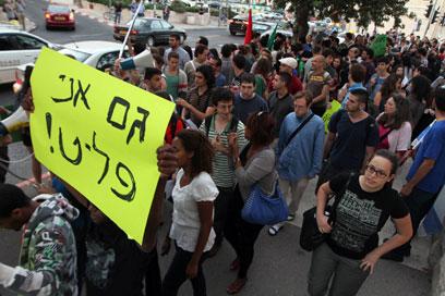 """""""זו ממש הסתה"""". הפגנת מחאה נגד האלימות כלפי הזרים, אמש (צילום: גיל יוחנן)"""