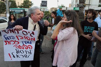 """""""הם התחילו עם האלימות"""". עימות במהלך ההפגנה בירושלים, אמש (צילום: גיל יוחנן)"""