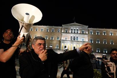 """מכחיש שואה, ניאו נאצי מוצהר - וחבר בפרלמנט היווני. מנהיג """"השחר הזהוב"""", ניקוס מיכלוליאקוס (צילום: EPA)"""
