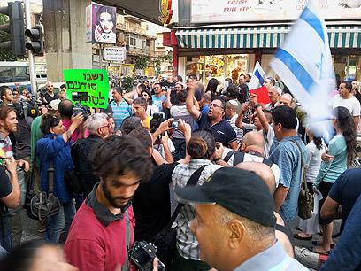 ההפגנה בדרום תל-אביב, הערב  (צילום: מוטי קמחי)