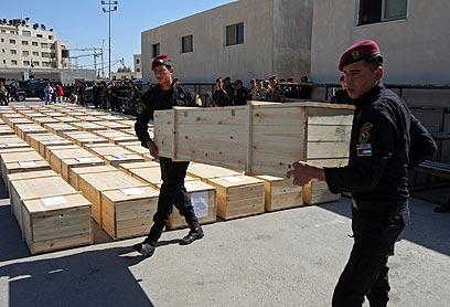 לאחר הטקס, המחבלים נקברו בערים שונות בגדה (צילום: AFP)