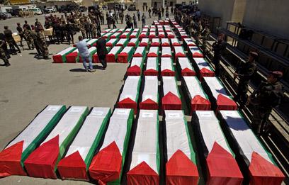 הארונות נעטפו בדגלי פלסטין. כל הבכירים הגיעו לטקס (צילום: AFP)