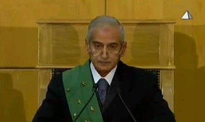 השופט אחמד רפעת מקריא את החלטתו (צילום: רויטרס)
