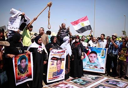 מפגינים נגד מובארק בקהיר (צילום: רויטרס)