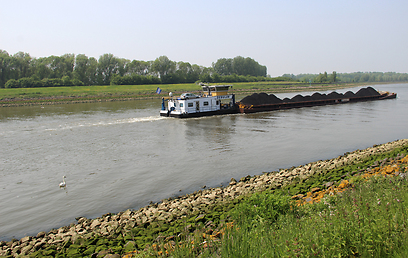 תעלה מלאכותית בנמל רוטרדם (צילום: בילי פרנקל)