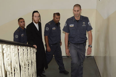 """""""לא יורק על נשים ולא מכה אותן"""". החשוד בבית המשפט (צילום: אוריה תדמור)"""