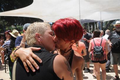 אהבה חופשית במצעד הגאווה. תל-אביב, היום (צילום: ירון ברנר)