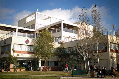 הבריטים מגנים. האוניברסיטה באריאל (צילום: AP)