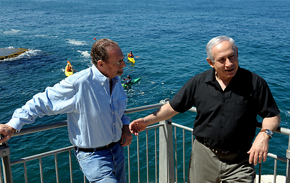 Netanyahu and Greenberg at Rosh Hanikra (Photo: GPO)